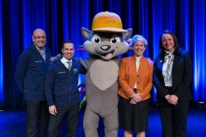 Meeting PACHI at our annual town hall meeting! (L-R Saad Rafi, TORONTO2015; Robert Hardt; Lisa Davis, Managing Board Member, Siemens AG; Maria Ferraro, CFO, Siemens Canada.)
